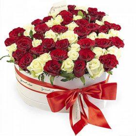 товар 51 роза сердце в специальной коробке